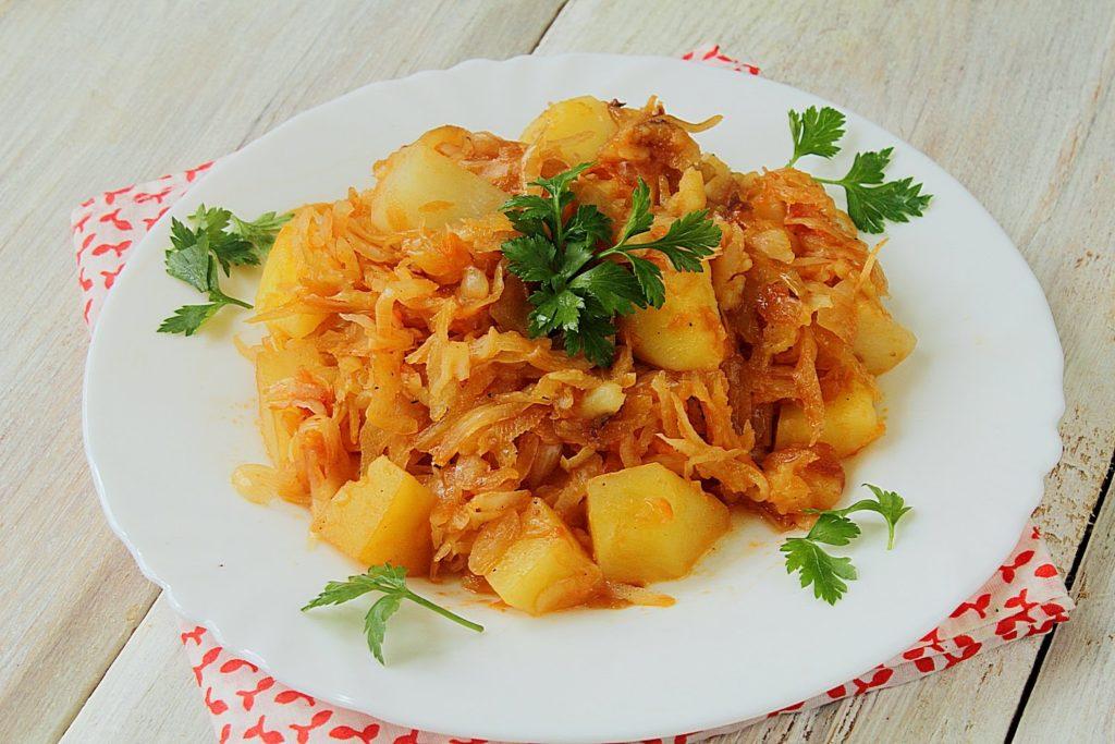 Вкусные рецепты тушеной белокочанной капусты