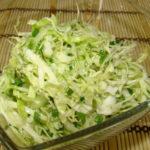 Популярные рецепты салатов из белокочанной капусты