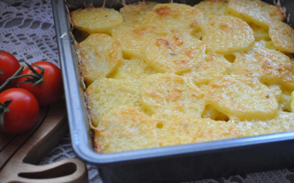 Запеченный картофель с чесноком, целиком, с майонезом, в сливках