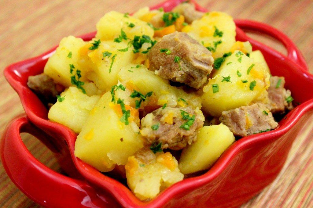Запеченный картофель с курицей, рыбой, мясом, беконом, фаршем