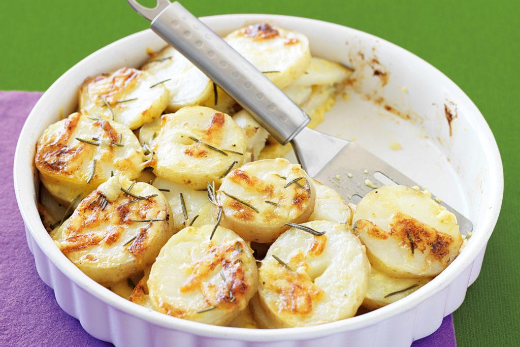 Рецепты запеченного картофеля с сыром, в фольге, сметане, с овощами
