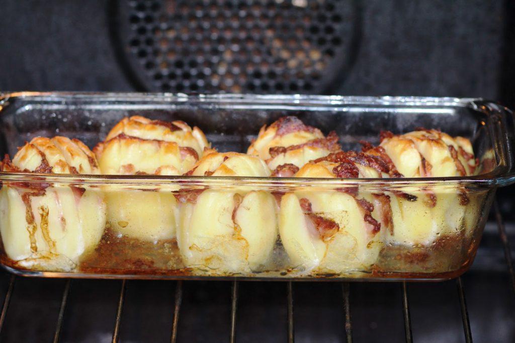 Рецепты картофеля в духовке с беконом, салом, говядиной, индейкой