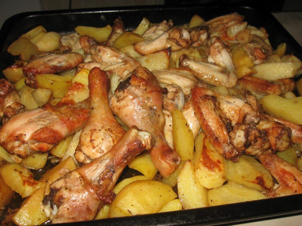 Простые рецепты картофеля с курицей в духовке