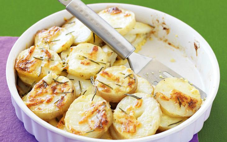картофель запеченный со сметаной