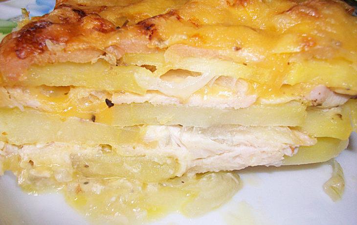 Куриная и рыбная запеканка с картофелем