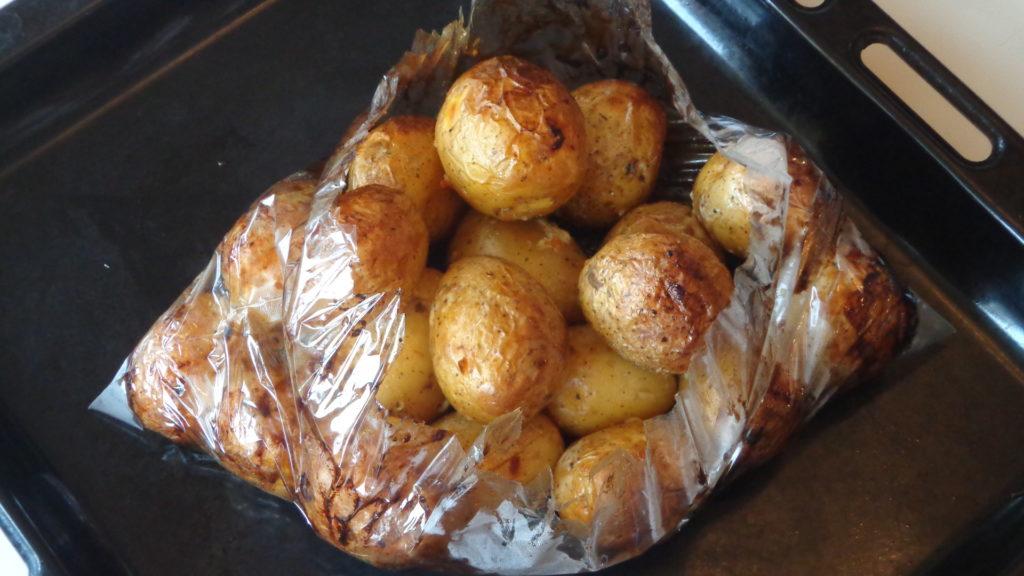 Картофель в духовке: фаршированный, в пакете, дольками
