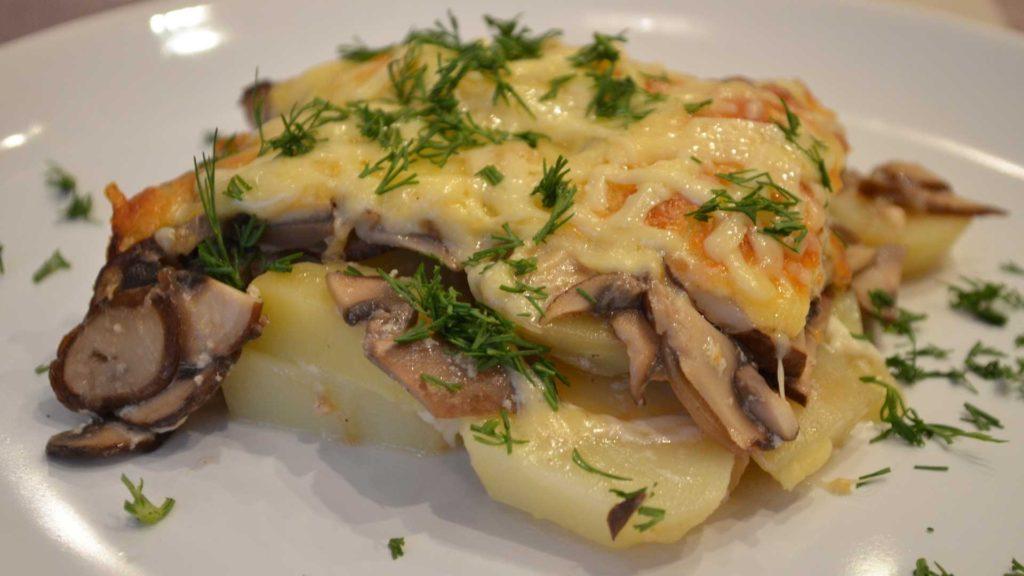 Рецепты картофеля в духовке с грибами, в мундире