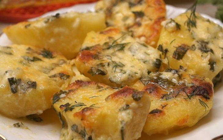 картофель запеченный в духовке с сыром
