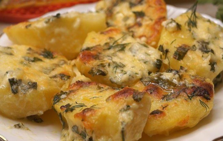 картофель запеченный в духовке с чесноком
