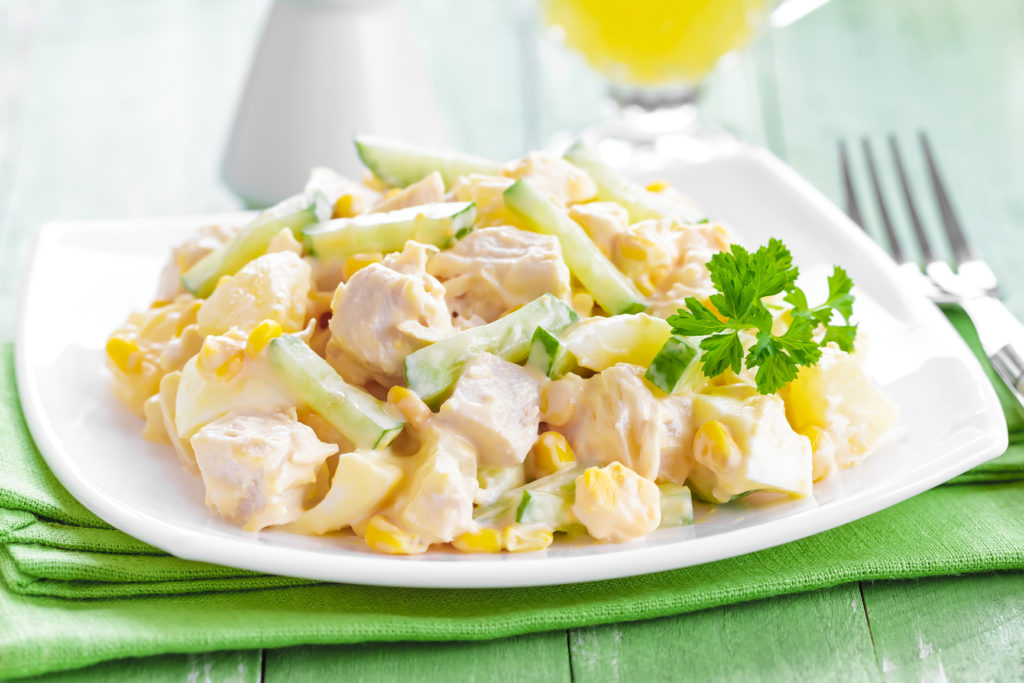 Рецепты салатов с кукурузой, грудкой, огурцом