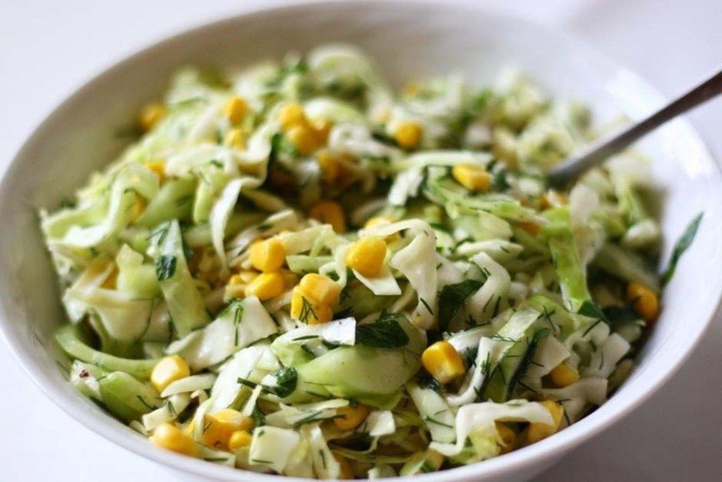 Рецепты салатов из капусты, огурцов и кукурузы