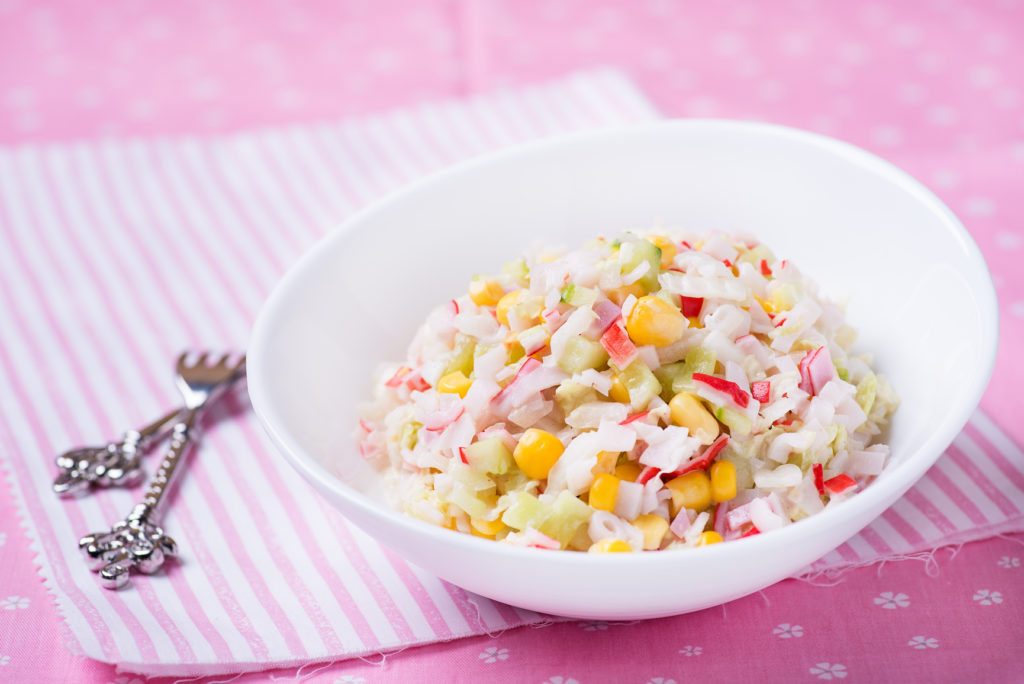 Рецепты салатов с крабовыми палочками, чипсами и кукурузой