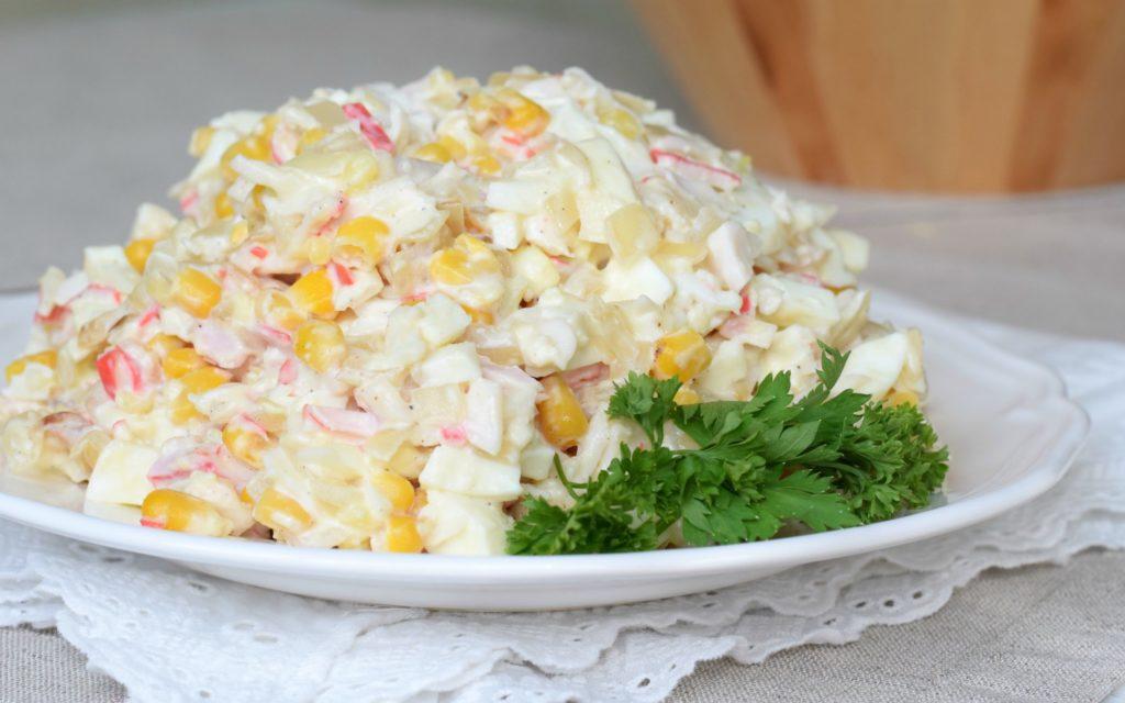 Рецепты салатов с крабовым мясом и кукурузой