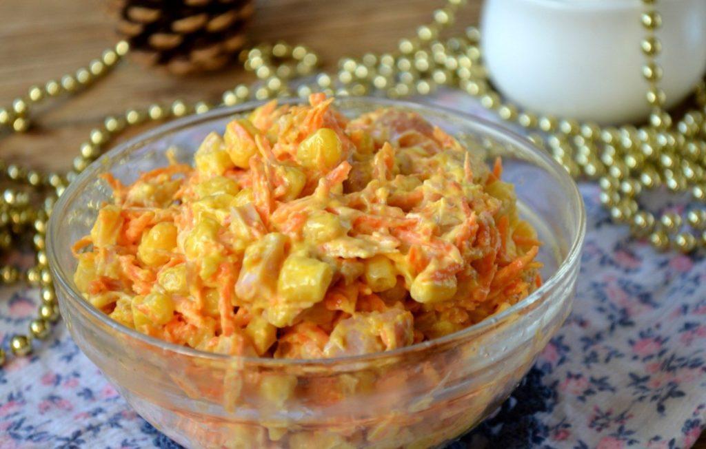 Салаты с курицей, кукурузой и картошкой, рисом, морковкой