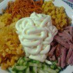 Рецепты салатов с кукурузой, колбасой, огурцом