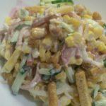 Рецепты салатов с огурцом, кукурузой и сухариками