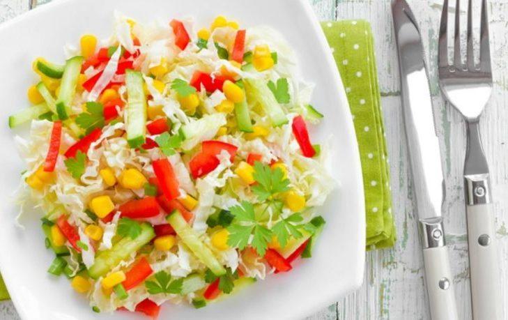 салат с кукурузой, огурцом, перцем болгарским