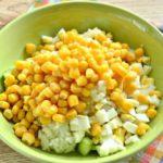 Рецепты салатов из кукурузы, огурцов с рисом, ананасом, картошкой