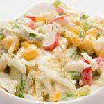 Рецепты крабового салата с кукурузой и капустой
