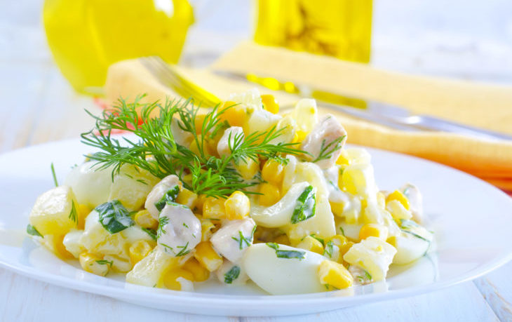 салат слоеный с ананасом кукурузой