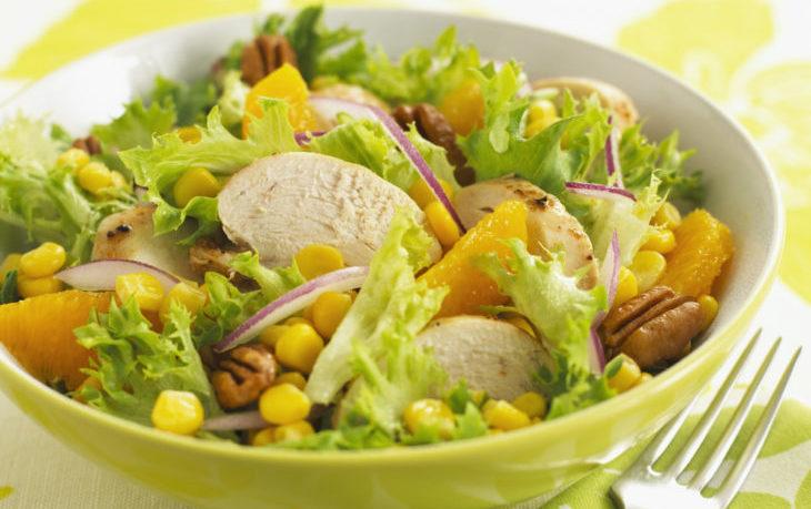 салат из грудки и кукурузы