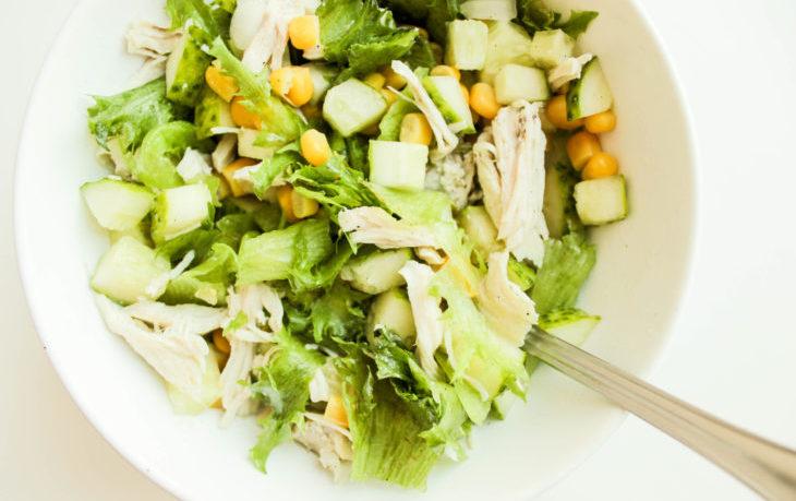 постный салат с огурцом, кукурузой