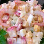 Рецепты салатов с крабовыми палочками, кукурузой и креветками, кальмарами