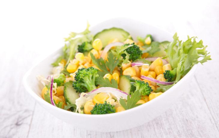 салат из кукурузы и огурцов свежих