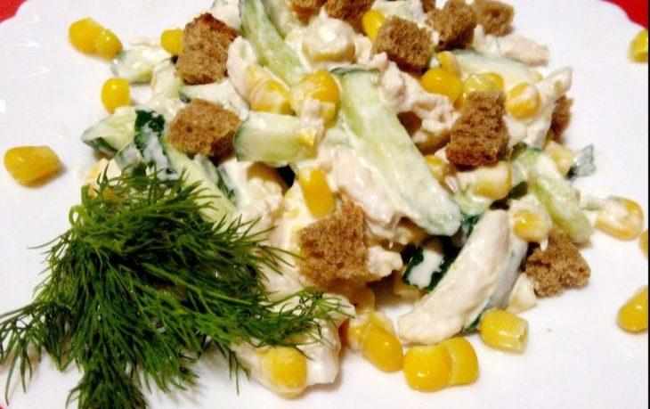 вкусный салат с огурцом и кукурузой