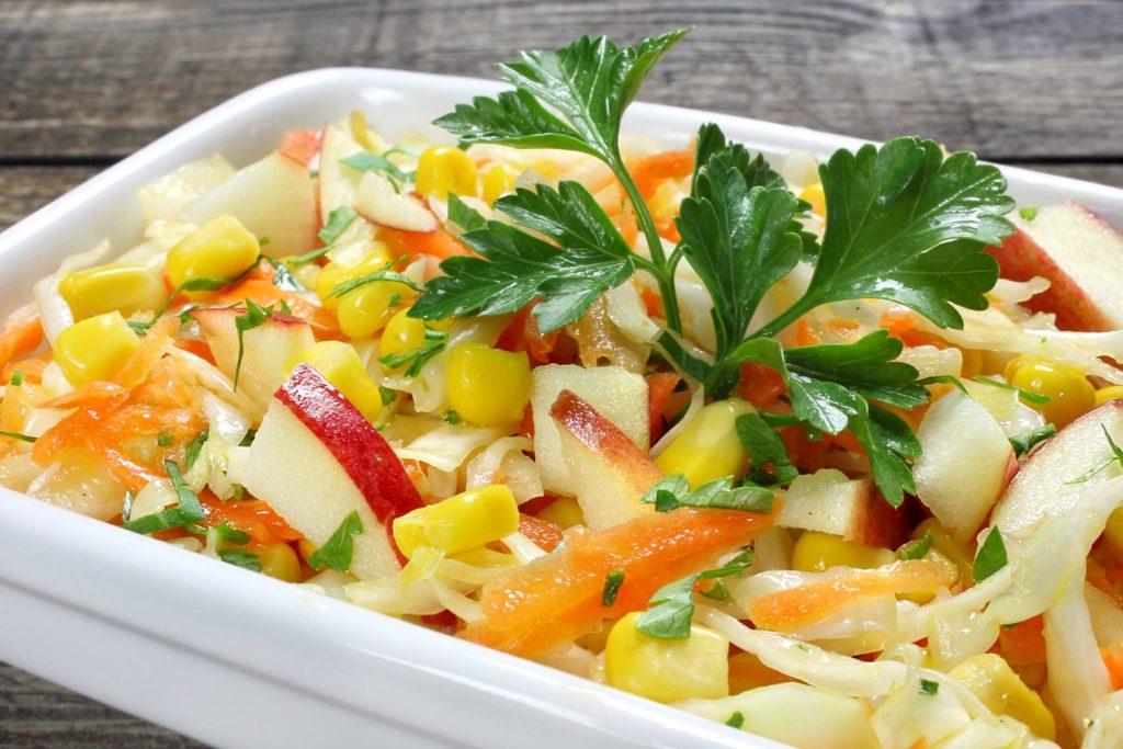 Рецепты салатов с кукурузой и яблоками