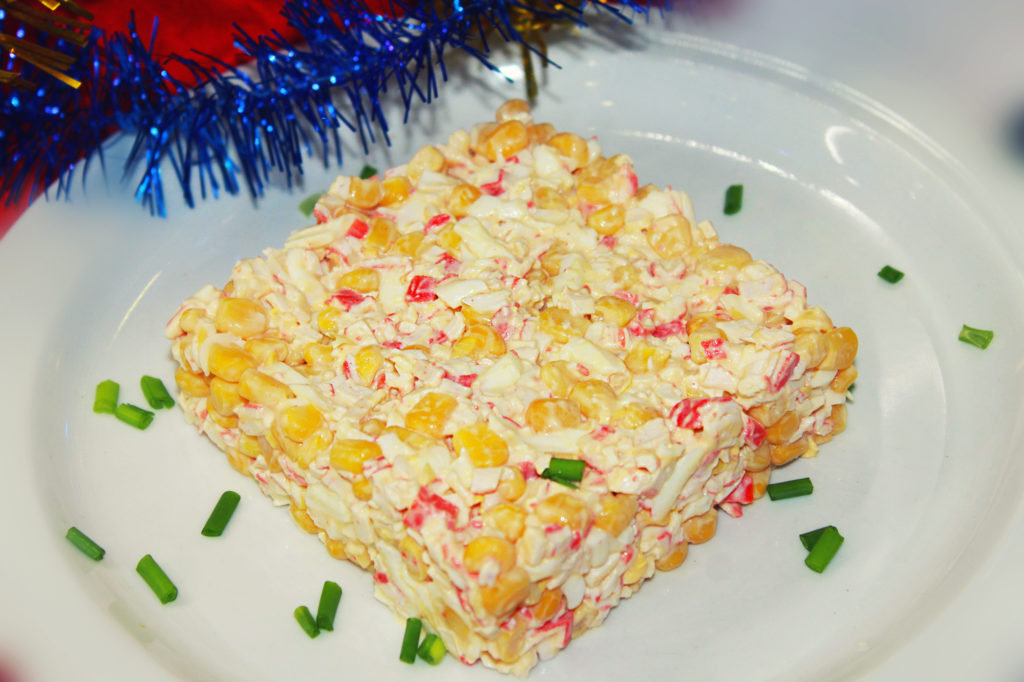 Рецепты крабовых салатов слоями с кукурузой