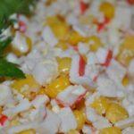 Как приготовить крабовый салат с кукурузой: классические рецепты