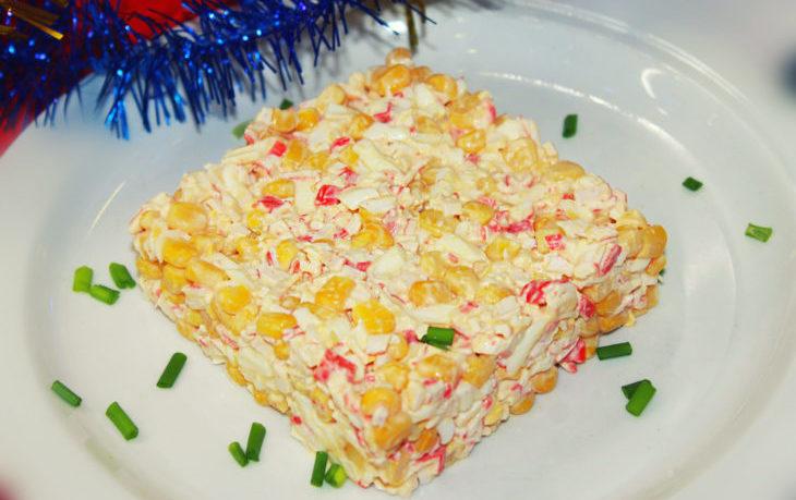 салат крабовый слоями с кукурузой