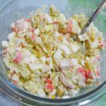 Вкусные крабовые салаты с крабовыми палочками, кукурузой и картошкой