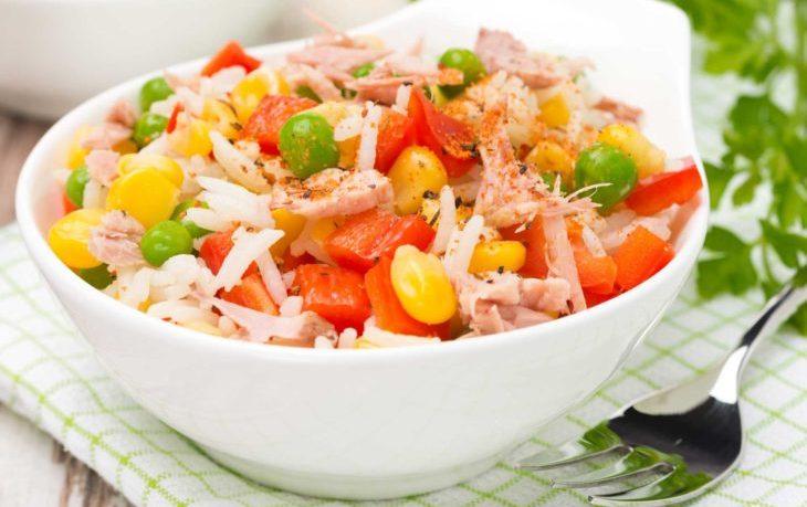салат с кукурузой, перцем болгарским, капустой
