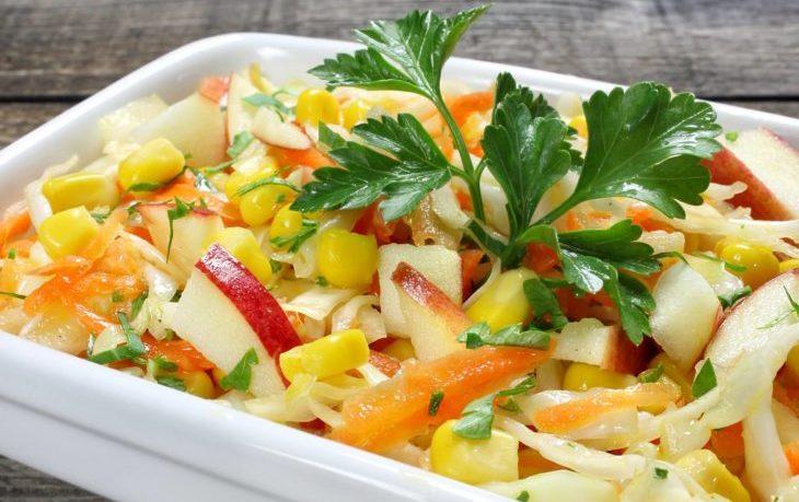 рецепт салата с кукурузой и яблоками