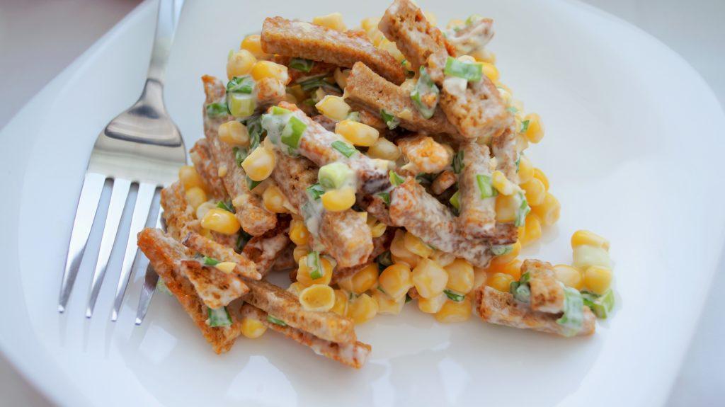 Простые и быстрые салаты с кукурузой