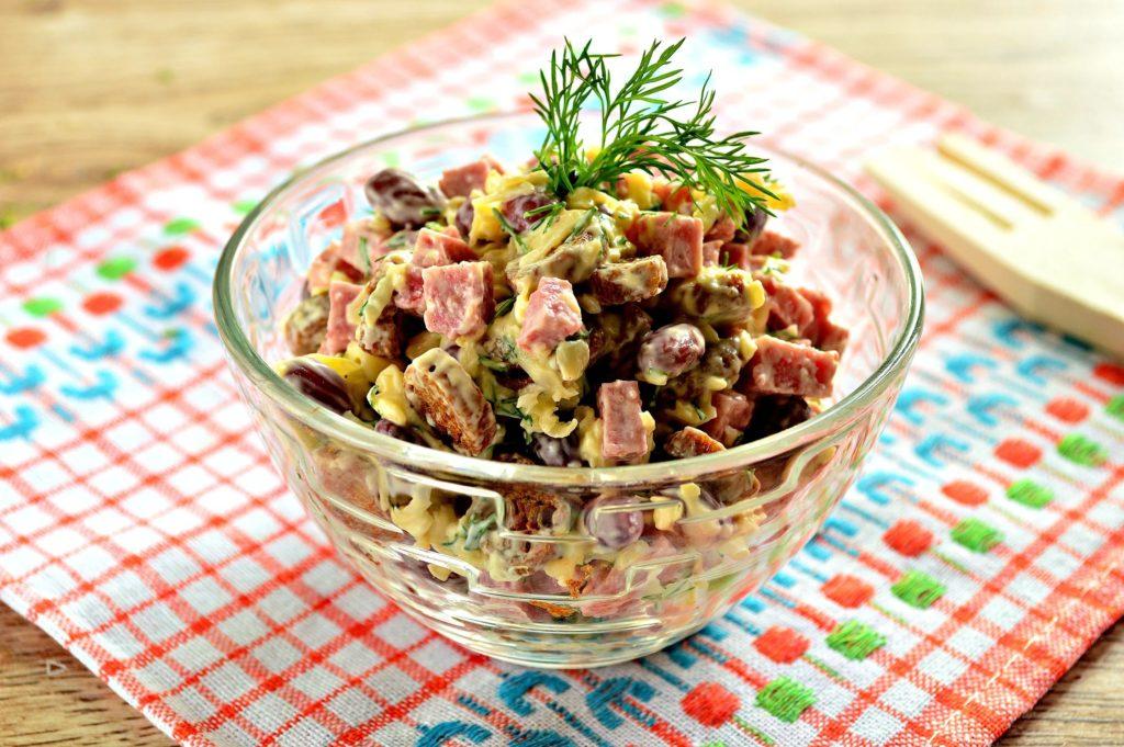 Рецепты салатов с фасолью, кукурузой и колбасой, горошком