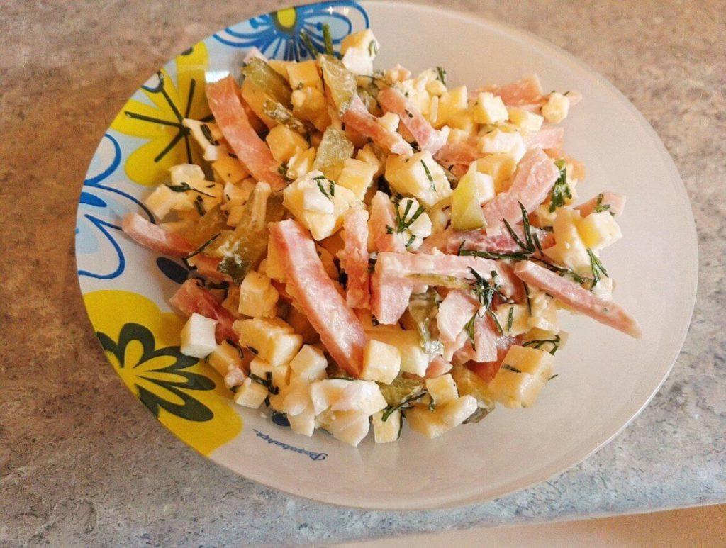 Рецепты салатов с ветчиной и кукурузой