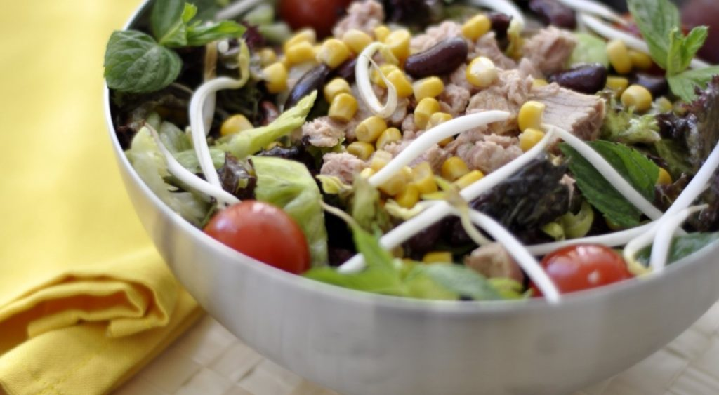 Рецепты салатов с фасолью, кукурузой и мясом, филе, говядиной, грудинкой