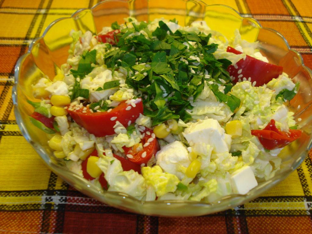 Рецепты салатов с помидорами, кукурузой и сыром