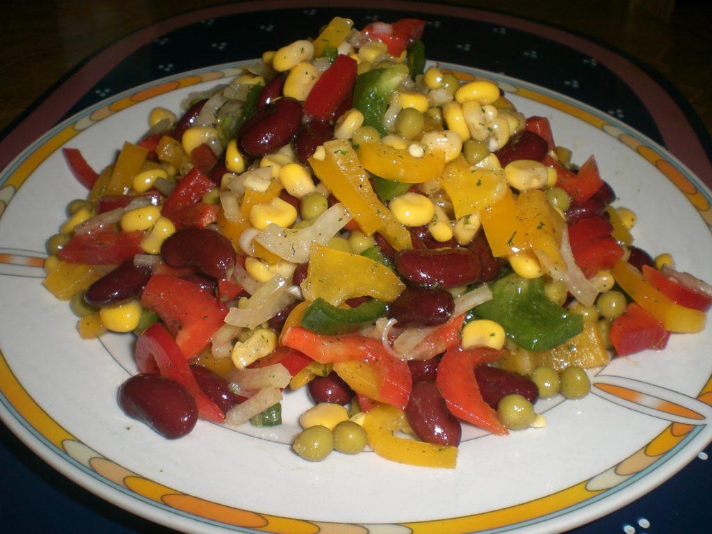 Рецепты салатов с грибами, кукурузой и фасолью, рисом
