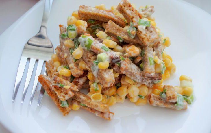 простой и быстрый салат с кукурузой