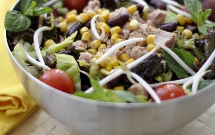 салат с фасолью, кукурузой, мясом