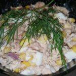 Рецепты рыбных салатов с кукурузой и рыбными консервами