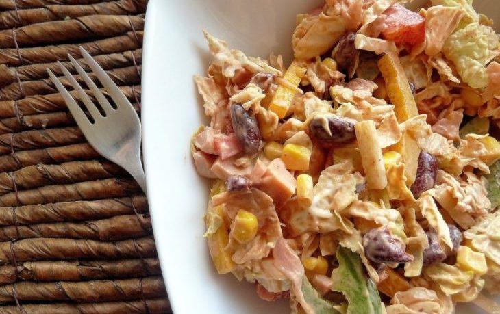 рецепт салата с фасолью, кукурузой, копченой колбасой