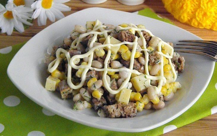 салат с сыром, фасолью, кукурузой