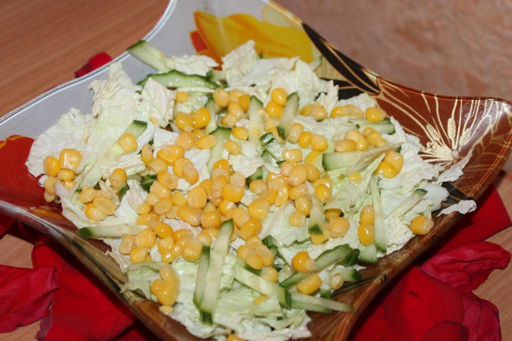 Вкусные рецепты диетических салатов с кукурузой