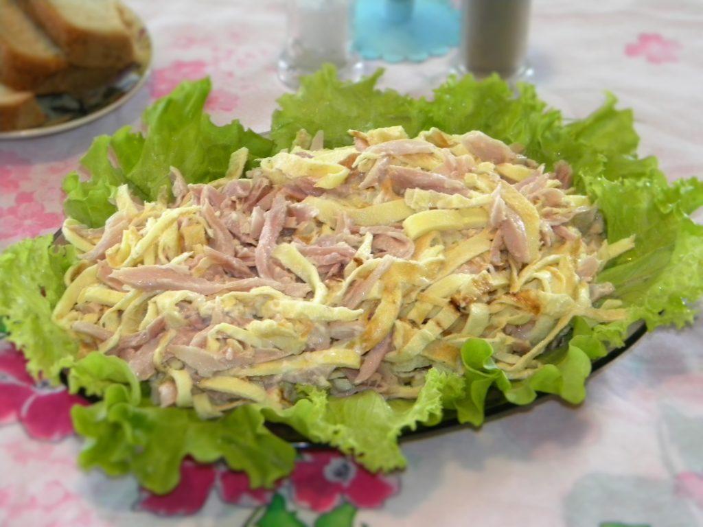 Праздничные рецепты салатов с омлетом и кукурузой