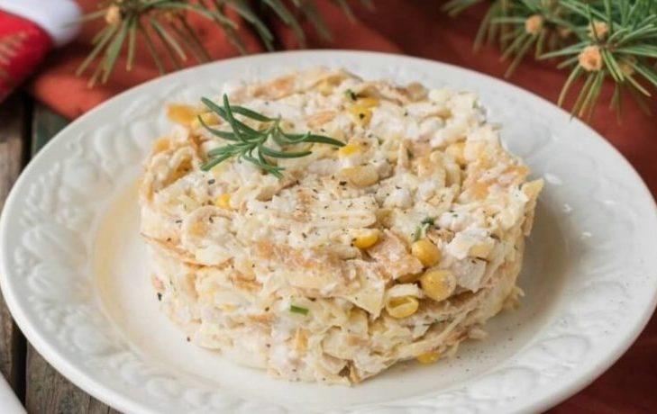 салат блинный с кукурузой